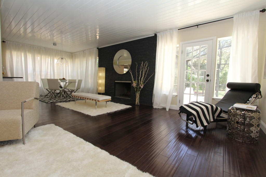This mid centure design is softened by the white area rugs and the floor to ceiling curtains
